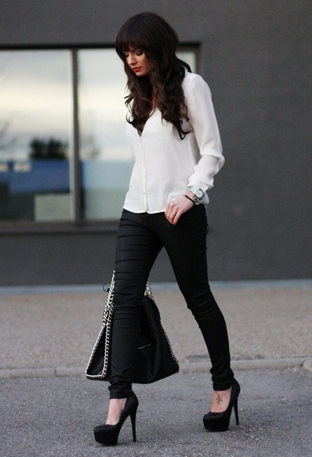 White and black Outfit, white shirt with black skinnies
