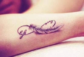 12 Feather Tattoo Designs You Won't Miss