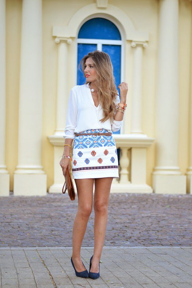 Trendy Outfit Idea with Printed Skirt