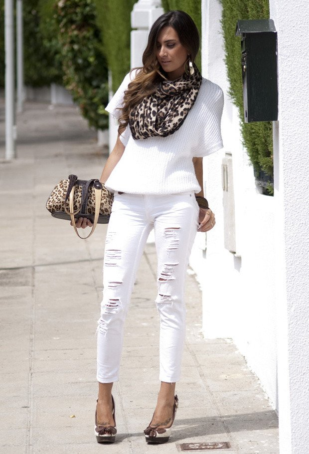 Cool Outfit Idea with White Ripped Jeans