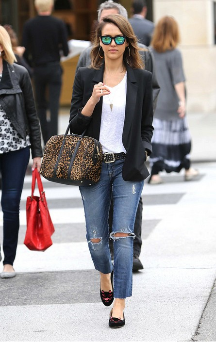 Jessica Alba Shows Us How to Apply Leopard for a Trendy Look